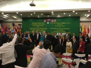 APRSCP幹部、EU、UNEP、カンボジア環境大臣も出席した。
