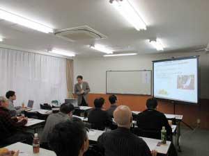 甲南大学教授の真崎克彦先生による講演